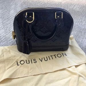 Louis Vuitton Alma bb Vernis leather Amarante